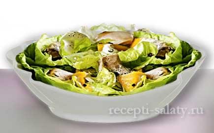 Экзотический салат с курицей и манго